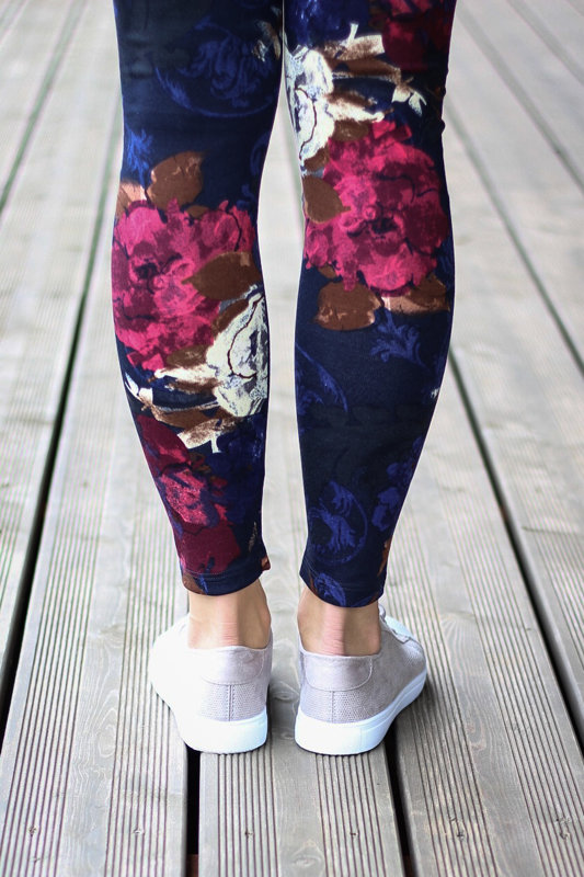 Dark floral print leggings