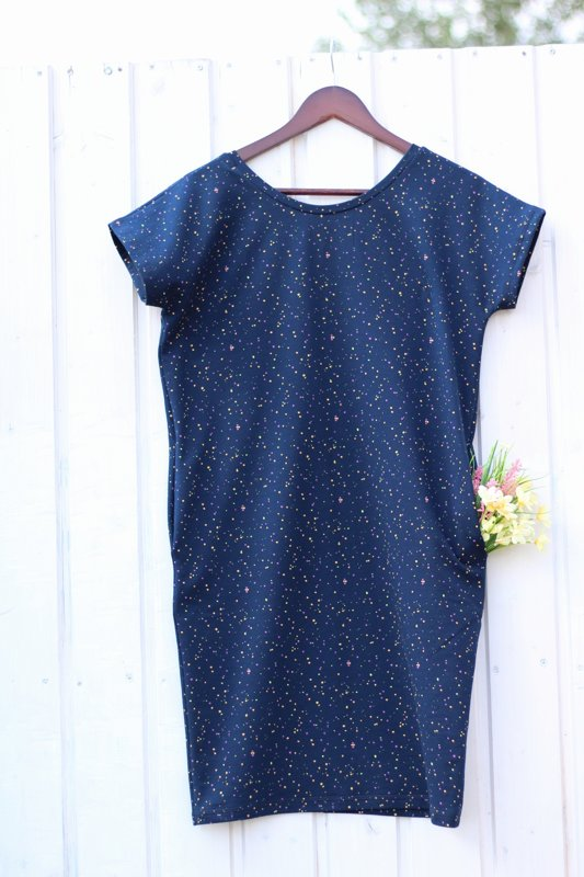 Jete's summer dress with small dots