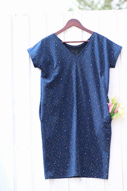 Jetes vasaras kleita ar  krāsainiem punktiņiem