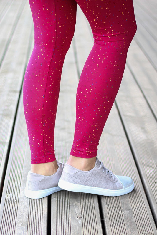Bright summer leggings with small dots